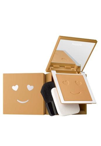 Benefit beige Hello Happy Velvet Powder Foundation Shade 07 9D1B6BE060519BGS_1