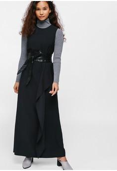 e2e76b8f2b01bd 50% OFF Love, Bonito Qyetta Asymmetrical Frill Maxi Dress Rp 675.000  SEKARANG Rp 337.500 Ukuran XS S M L