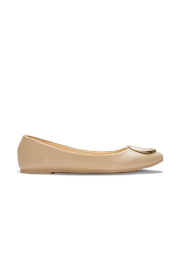 SEMBONIA beige Synthetic Round Buckle Ballerina Flats (Beige) SE598SH0RC10MY_1