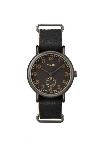 TIMEX black Timex Weekender™ - Oversized - Black Leather Strap - Titanium Tone Case (TW2P86700) TI857AC66QQRSG_1
