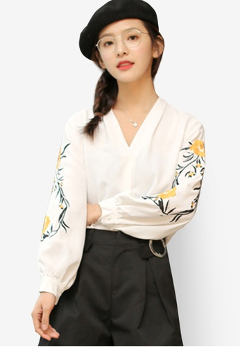 Shopsfashion white Floral Embroidery V Necked Blouse in White 7FC63AA33A0C5FGS_1