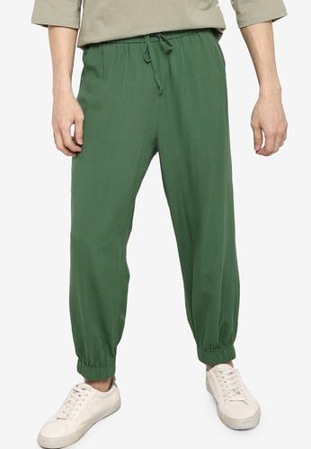ZALORA BASICS green Relaxed Woven Jogger Pants B82EFAA4BE0881GS_1