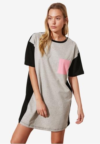 Trendyol grey Color Block T-Shirt Dress C6DEEAABA6BF92GS_1