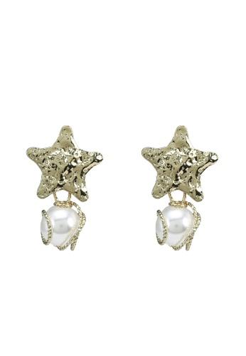 Red's Revenge gold Molten Star Pearl Dangle Earrings A23E6AC6C3672CGS_1