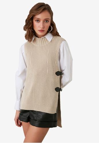 Trendyol beige Buckle Detail Knit Vest 27043AA1A5CA4EGS_1