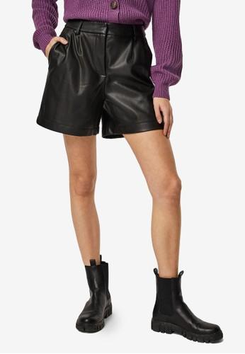 Vero Moda black Solafie Coated Shorts 4F0FDAA9CC79FBGS_1