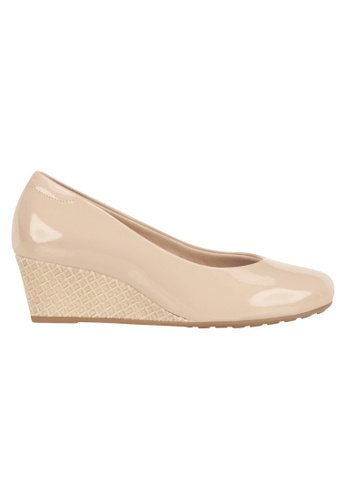 Beira Rio beige Patent Solid Colored Wedges MO998SH99EVOHK_1