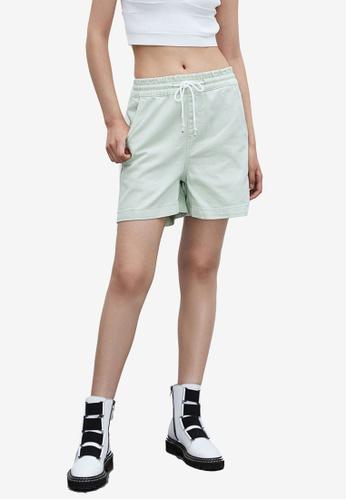 URBAN REVIVO green Drawstring Shorts D40ADAA15838EBGS_1