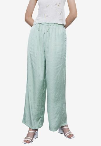 URBAN REVIVO green Casual Trousers DBE9EAA132C96CGS_1