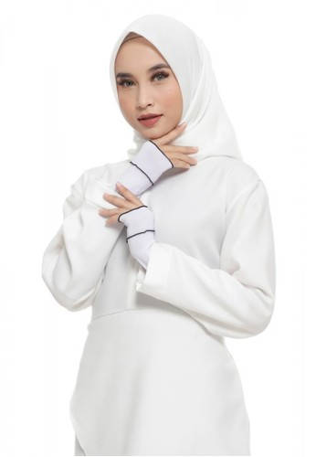 First Hijab white Ruffle Handsock In White (Bundling Package) C86F8AA0B5DE8AGS_1