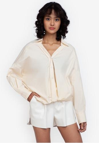 ZALORA BASICS beige Oversized Twist Front Blouse 6DAF6AAE299637GS_1