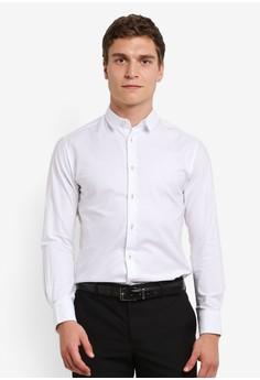 ZALORA-修身裁剪 牛津 長袖襯衫 對比 扣 細節