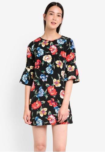 Dorothy Perkins black Petite Floral Flute Sleeve DO816AA99GWAMY_1