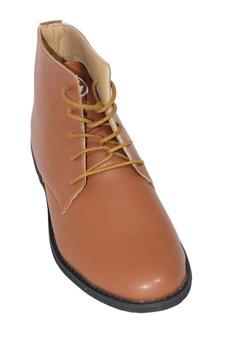 Grand Trek Shoes