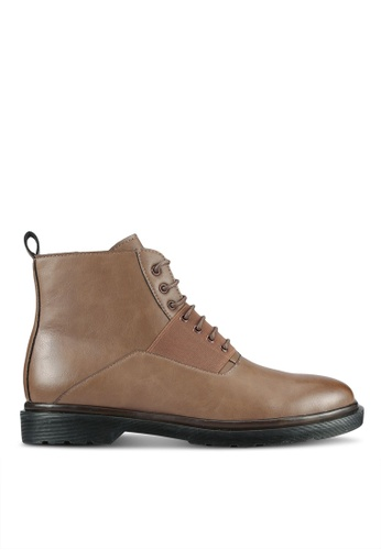ZALORA brown Contemporary Faux Leather Boots D1C3FAA5F0C5EDGS_1