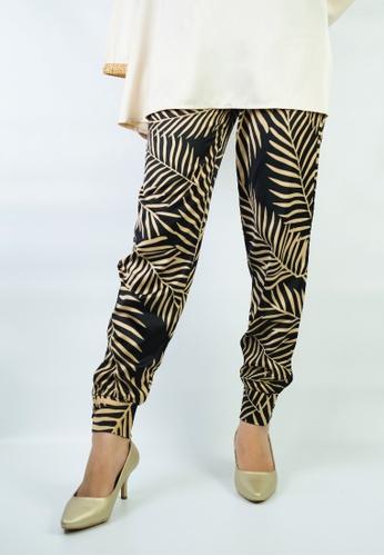 Zaryluq black and gold Sahara Printed Cuffed Pants E692BAAA50962BGS_1