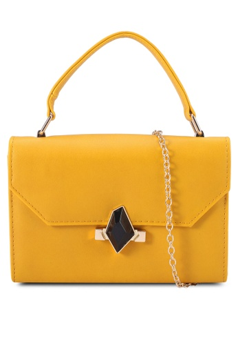 Red's Revenge yellow Chic Square Sling Bag 8BE73AC3A0EFB4GS_1