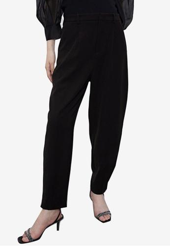 URBAN REVIVO black Casual Carrot Trousers 4882BAA5B7EFD2GS_1