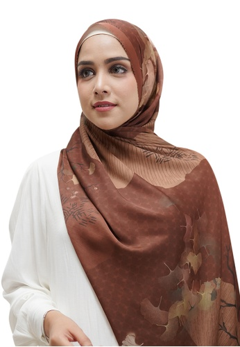 Buttonscarves brown Buttonscarves Ginkgo Satin Square Chesnut A077CAA0A50028GS_1