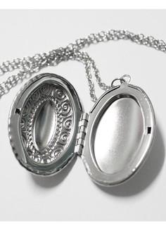 Inamorata Shop French Embossed Photo Locket Necklace