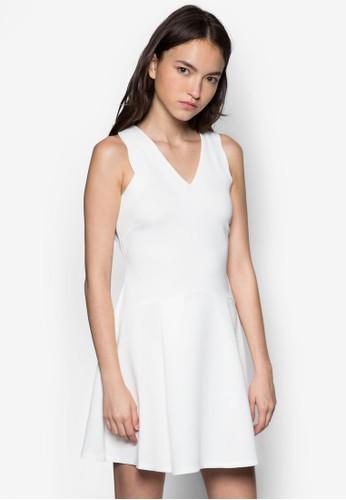 V 領傘擺連身裙, esprit旗艦店服飾, 洋裝