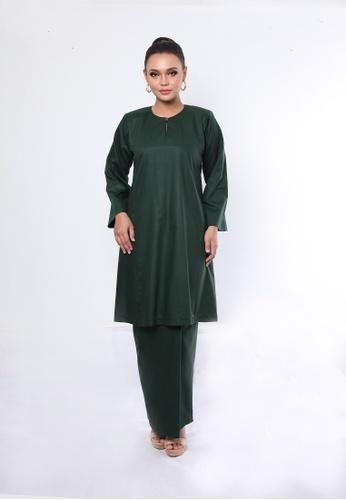 Kurung Pahang Limited Edition from Rumah Kebaya Bangsar in Green