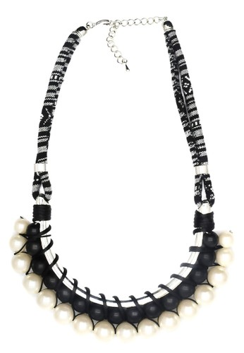 Istana Accessories Kalung Fanya Fashion Necklace - Black