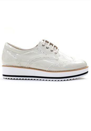 Crystal Korea Fashion 米褐色 韓國製搪瓷面厚底坤士鞋 4ED16SHE85B41EGS_1