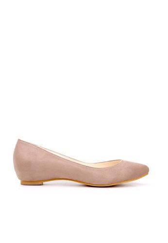 KissXXX 米褐色 小心機美腿效果內增高2.5CM淺口尖頭平底休閒鞋 KI603SH09MTKTW_1