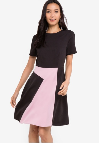 b0c2ea73e15 ZALORA black and pink Short Sleeves Colorblock Fit And Flare Dress  95C20AAA256D74GS_1