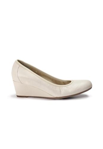 Shu Talk beige LeccaLecca Round Toe Leather Wedges B4900SH09C6916GS_1