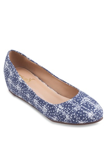 esprit holdingsPrinted Low Wedges, 女鞋, 鞋