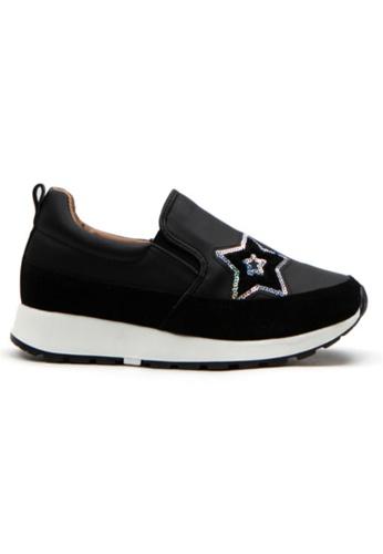 Crystal Korea Fashion 黑色 韓國製新款厚底內增高輕便鞋 3105BSH77D7D0FGS_1