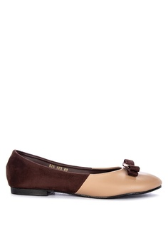 8624af3d7326 Janylin beige Round Pumps With Ribbon And Buckle Detail 5C23FSHC173003GS 1