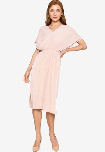 ZALORA WORK 米褐色 Pleated Wide Sleeves Dress 9E1E4AAD460A3CGS_1