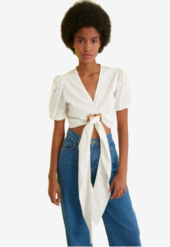 Trendyol white Statement Buckle Front Detail Top D1944AA91F3F32GS_1