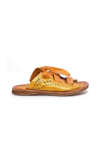 Shu Talk 金色 A.S.98 復古洗水真皮綁紮設計耶穌涼款涼鞋 952BBSH6F33A3BGS_1