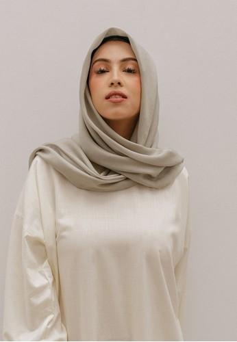 SAVRA grey Savra Hijab Bamboo Basic - Pearl Grey 7BB90AAB08ED50GS_1