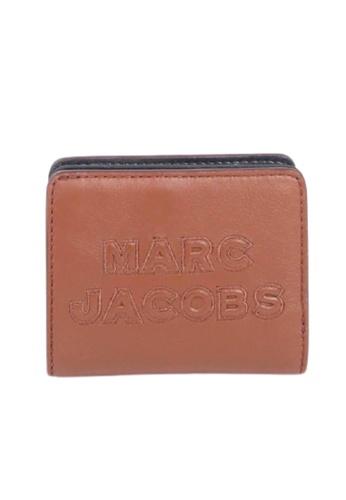 MARC JACOBS brown Marc Jacobs Mini Folded M0015752 Wallet In Falafel 5A35FAC8D918F7GS_1