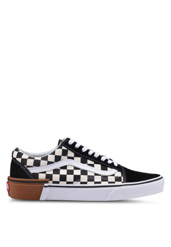 VANS black and white Old Skool Gum Block Sneakers E908CSHF895B6FGS_1