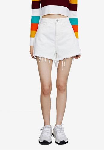 URBAN REVIVO white Casual Shorts C8F74AACAF93E7GS_1
