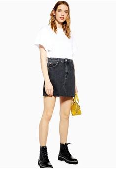 e6456b1abb 20% OFF TOPSHOP Washed Black Denim Mini Skirt HK$ 360.00 NOW HK$ 287.90  Sizes 6 8 10 12 14