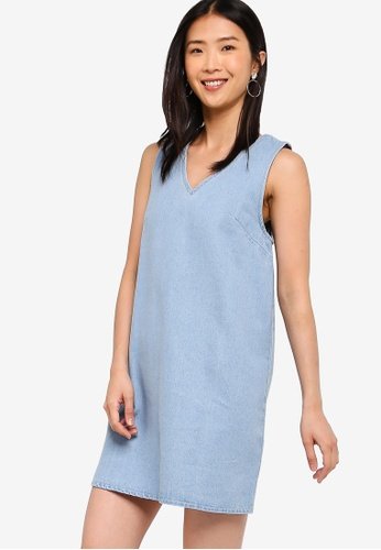 ZALORA BASICS blue Basic Denim V-Neck Shift Dress 4A29AAA520E1AEGS_1