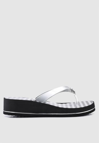Guess 銀色 拖鞋楔型鞋 63AC0SH0D67B39GS_1
