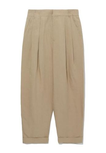 izzue beige Pleated tapered pants 5E221AA78B25E6GS_1