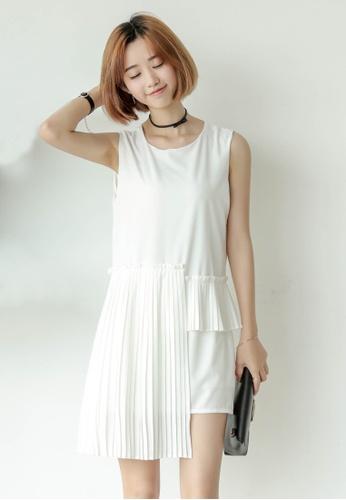 Shopsfashion white Pleated Shift Dress In White SH656AA0FTRVSG_1