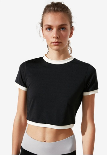 Trendyol black Contrast Sleeve Hem Cropped Top 83138AA49C0CBDGS_1