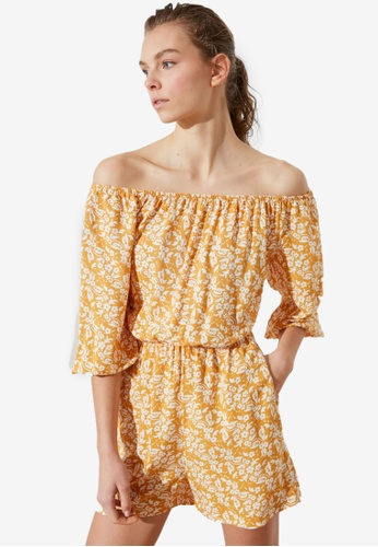 Trendyol yellow Off-Shoulder Jumpsuit 88FFCAA6066D5AGS_1