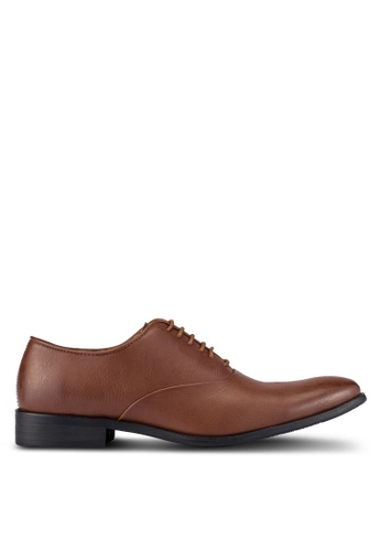 ZALORA brown Essential Faux Leather Dress Shoes 8466BAA8F7733EGS_1