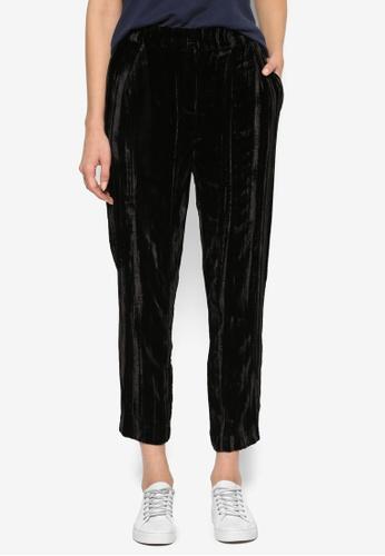 TOPSHOP black Pleat Velvet Peg Trousers TO412AA27KXWMY_1
